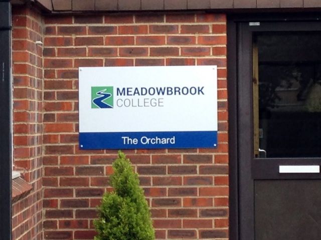 aluminum wall sign Oxford Abingdon Bicester Woodstock